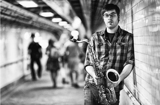 """Der heimgekehrte  Jazz-Saxofonist Alexander """"Sandi"""" Kuhn hat aus den USA ausgeschlafene Kompositionen mitgebracht. Foto: promo"""