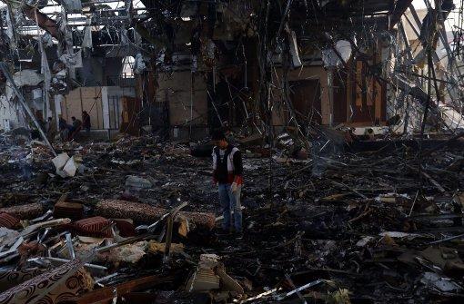 140 Tote bei Angriff auf Trauerfeier