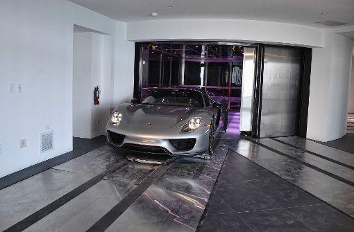 In Miami fahren einige Autos bisweilen in die Wohnung. Foto: AFP