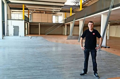 Michael Roth eröffnet im Oktober in der ehemaligen Bauernmarkthalle am Vogelsang einen Rewe City Markt. Foto: Nina Ayerle
