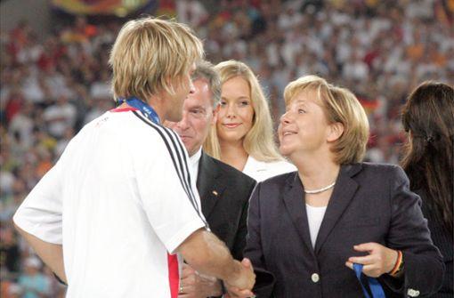 Angela Merkel durfte während ihrer Zeit als CDU-Chefin 21 verschiedene Cheftrainer beim VfB Stuttgart erleben. Foto: Baumann