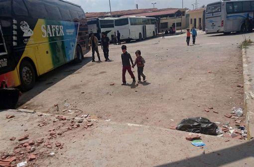Nervenspiel um Abzug Tausender Menschen aus belagerten Orten