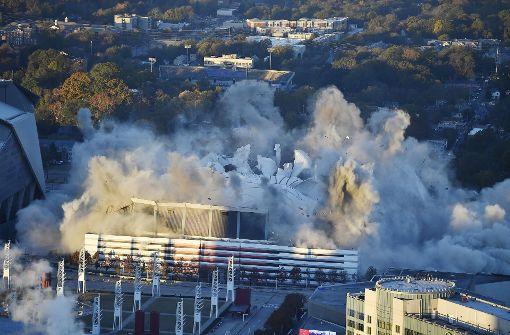 Riesiges Stadion mitten in Atlanta gesprengt