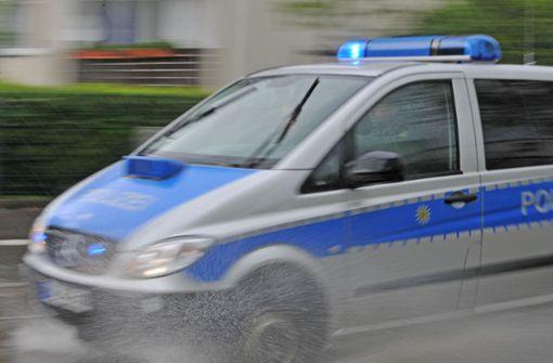 Die Polizei hat am Dienstag mit einem Hubschrauber nach einem Verdächtigen gesucht. Foto: dpa