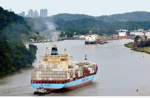 Die Schiffe stehen  am Panamakanal bereits Schlange