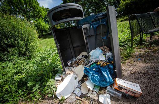 Allein die Beseitung des Mülls im Schlossgarten...  Foto: Lichtgut/Christoph Schmidt
