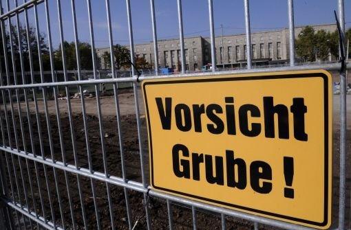 Hinter diesem Bauzaun im Schlossgarten wird eine Anlage für das Grundwassermanagement gebaut. Foto: dapd