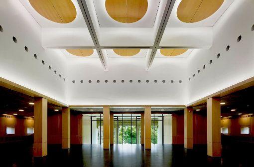 Der neue Wechselausstellungssaal wird von der kassettierten Lichtdecke geprägt. Foto: Roland Halbe