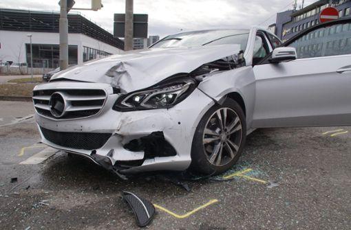 Die Polizei musste zur Unfallaufnahme ... Foto: Andreas Rosar Fotoagentur-Stuttg