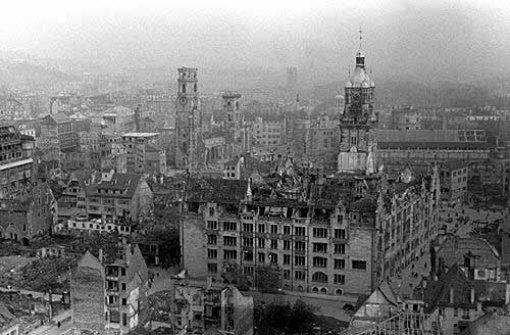 Bild der Zerstörung: Das Stuttgarter Rathaus 1945 nach den Luftangriffen Foto: dpa