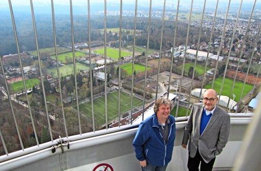 Matthias Buck (li.) und Siegfried Dannwolf auf dem Fernsehturm. Weitere Bilder in unserer Fotostrecke. Foto:
