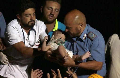 Aus Trümmern befreite Kinder sind wohl auf