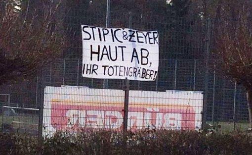Die Proteste gegen die sportliche Leitung der Stuttgarter Kickers werden lauter. Foto: Screenshot Facebook.com/SWR Sport