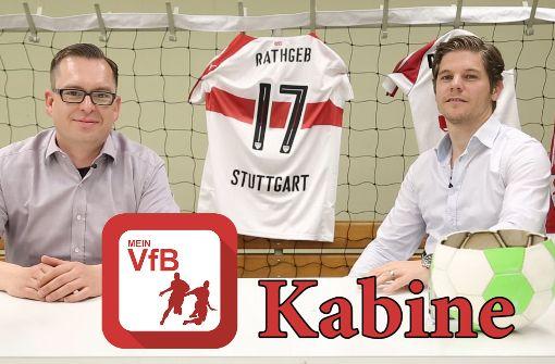 Sportressortchef Dirk Preiß (re.) und Sportredakteur Philipp Maisel führen durch die MeinVfB-Kabine. Foto: StN