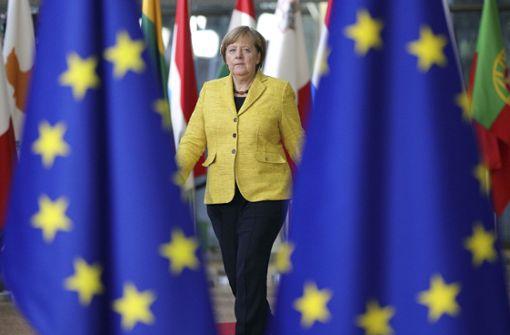 Wenige Wochen nach einem ersten Durchbruch bei den Brexit-Verhandlungen wird die britische Premierministerin Theresa May bei Bundeskanzlerin Angela Merkel erwartet. Foto: AP