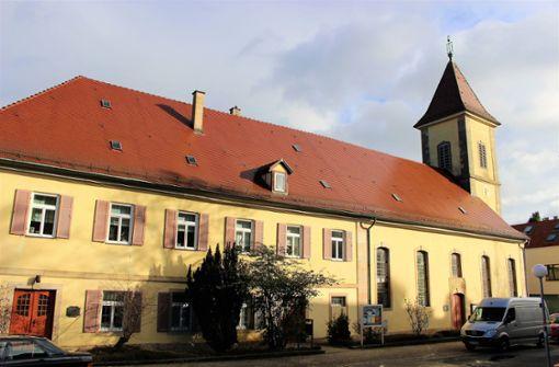 Am 7. Januar steht  Ursula Wilhelm zum letzten Mal am Altar der Franziskakirche an der Alten Dorfstraße. Foto: Caroline Holowiecki