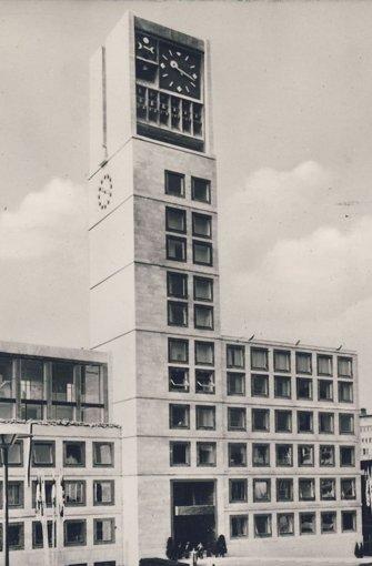Das neue a href=/thema/Rathaus_StuttgartRathaus/a besteht in seiner heutigen Form seit 1956. Diese Aufnahme stammt aus den 1960er Jahren.  Foto: Matthias Kapaun