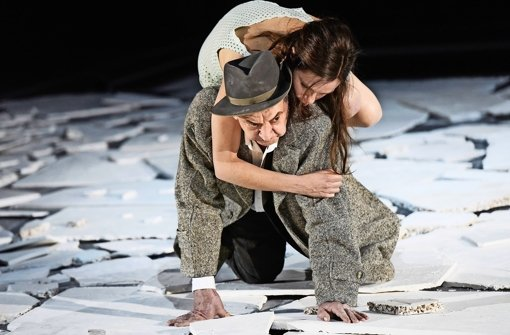 """André Jung und Fritzi Haberlandt in """"I'm searching for I:N:R:I"""" Foto: Thomas Aurin"""