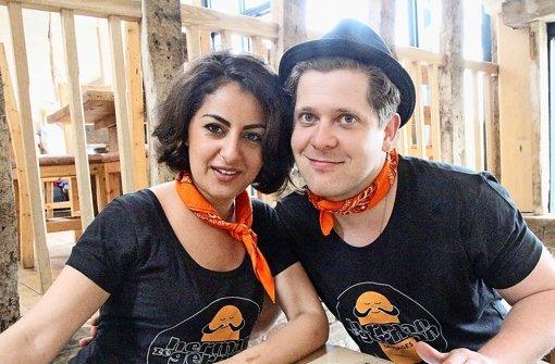 Azadeh Falakshahi und Florian Frey stillen den Hunger der Briten auf Bratwurst und Schnitzel Foto: Herman ze German