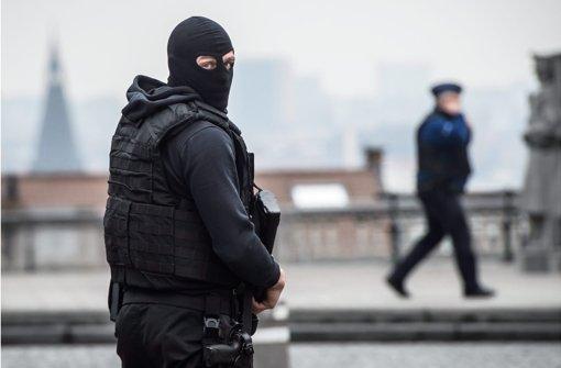 Die Polizei in Brüssel fahndet nach mindestens einem weiteren Verdächtigen. Foto: EPA