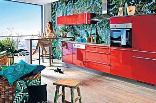 Mut zur Farbe beweist diese knallrote Küchenzeile. Foto: www.kueche-co.de