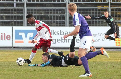 VfB Stuttgart übernimmt mit 4:0 bei Erzgebirge Aue Tabellenführung
