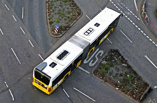 Die  Linienbusse im Talkessel sollen jetzt umweltfreundlicher sein – sie sind mit einem neuen Signet gekennzeichnet. Foto: Lichtgut/Max Kovalenko