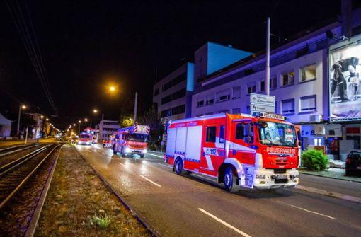Mehrfamilienhaus in der Hedelfinger Straße brennt