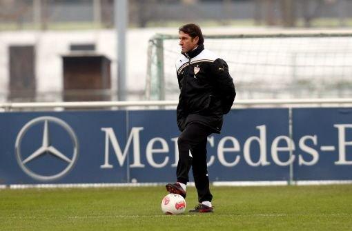 Bruno Labbadia hat offenbar keine Eile, seine Unterschrift unter eine Vertragsverlängerung beim VfB Stuttgart zu setzen. Foto: Pressefoto Baumann