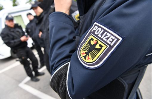 Nach kurzer Fahndung hat die Polizei den Tatverdächtigen vorläufig festgenommen. (Symbolbild) Foto: dpa
