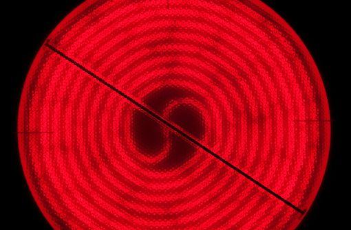 strong2. Größe der Herdplatte beachten: /strongDer Topf oder die Pfanne sollte möglichst die gleiche Größe haben wie die verwendete Herdplatte. Wärme und Energie gehen verloren, wenn der Topf oder die Pfanne kleiner sind als die Platte. Kleine Gerichte kann man wunderbar in der Mikrowelle aufwärmen. Bei größeren Portionen haben Mikrowellen hingegen einen schlechten Wirkungsgrad. Foto: Pixabay