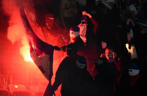 Bayerns Innenminister Hermann will härter gegen Hooligans vorgehen. (Symbolbild) Foto: dpa