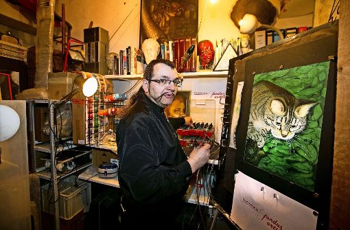 Klaus Eberhardt sprüht vor Airbrush Ideen