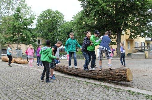 Schüler freuen sich über neuen Schulhof