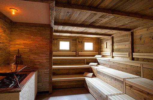 Saunalandschaft mit drei Saunen, Dampfbad, Solelounge und stündlich stattfindenden Saunaaufgüssen.  Foto: Panoramahotel Oberjoch GmbH