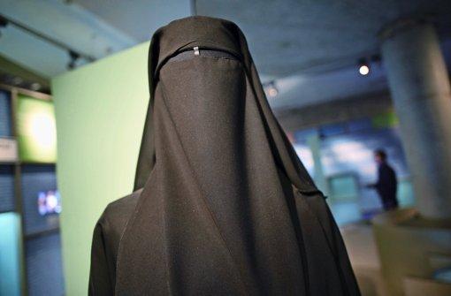 Ein Muslima im Nikab der Vollverschleierung, die der IS auch für Sklavinnen vorsieht Foto: dpa