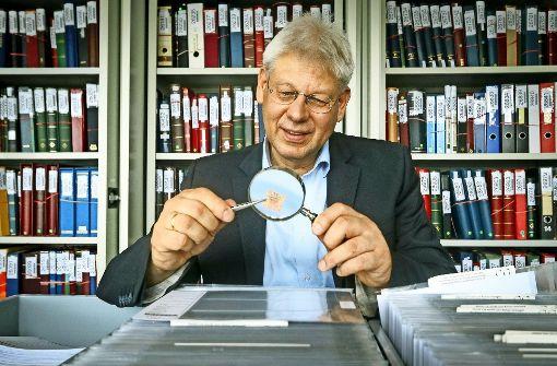 Der Briefmarkensammler Christoph Gärtner hat sein Hobby zum Beruf gemacht. Die spektakulärsten Auktionen seines Hauses finden Sie in unserer Bildergalerie. Foto: factum/Granville