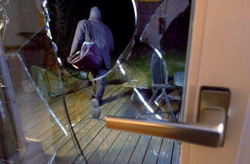 Einbrecher dringen in ein Kosmetikstudio in Bad Cannstatt ein und nehmen Gegenstände im Wert von mehreren tausend Euro mit. Foto: dpa (Symbolbild)
