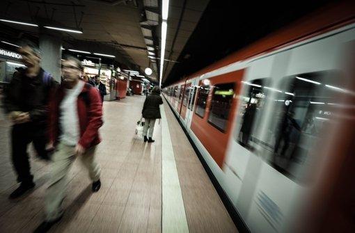Weil zu viele S-Bahnen  zu spät kommen, muss die Bahn jetzt Strafe zahlen Foto: Peter Petsch