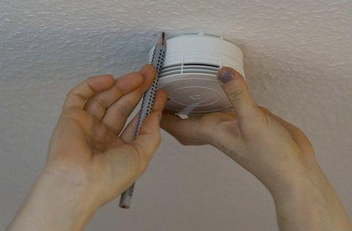 In Stuttgart und der Region sollen falsche Rauchmelder-Kontrolleure unterwegs sein. Foto: dpa