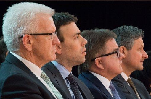 Die Spitzenkandidaten zur baden-württembergischen Landtagswahl (von links): der baden-württembergische Ministerpräsident Winfried Kretschmann (Grüne), Wirtschafts- und Finanzminister Nils Schmid (SPD), Guido Wolf (CDU) und Hans-Ulrich Rülke (FDP). Foto: dpa