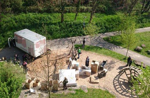 Möbel In Stuttgart stuttgart bad cannstatt möbel lastwagen steckt im sandkasten