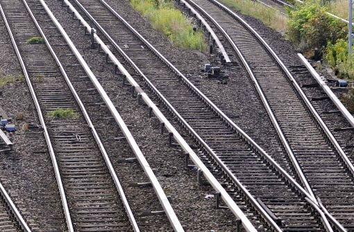 Mann vor S-Bahn gestoßen