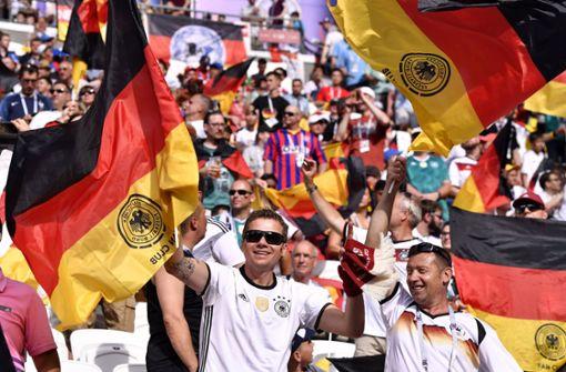 Gute Stimmung vor dem Anpfiff bei den deutschen Fans im Stadion. Foto: xinhua