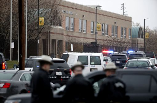 Zwei Schüler verletzt, Angreifer tot