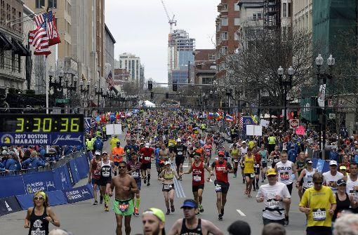 """Adidas gratuliert Marathonläufern zum """"Überleben"""""""