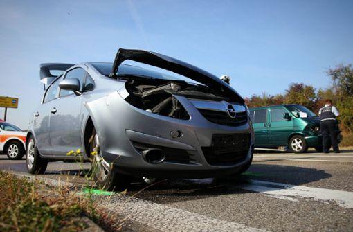 Seniorin übersieht VW-Bus: Zwei Verletzte