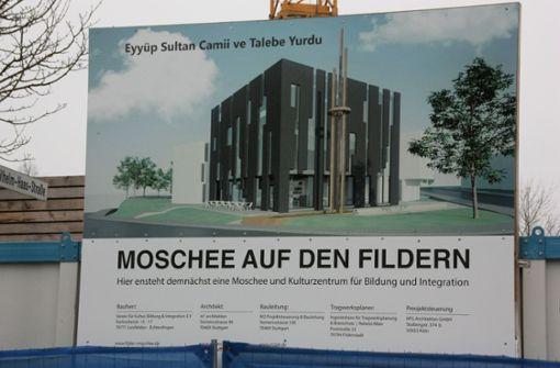 So modern soll die neue Moschee in Leinfelden-Echterdingen einmal aussehen. Doch wegen zahlreicher  nicht eingehaltener Zusagen und Bauverzögerungen gibt es Streit. Foto: Michael Steinert
