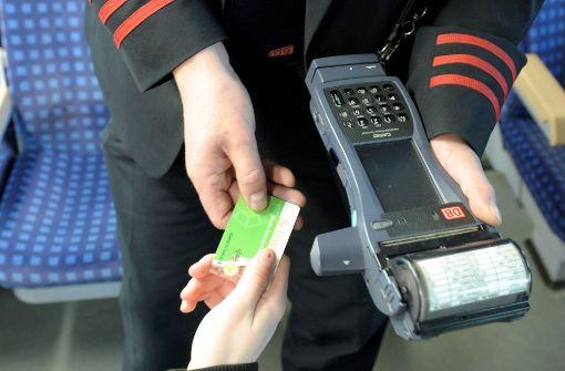 Vier Fahrkartenkontrolleure angegriffen und verletzt