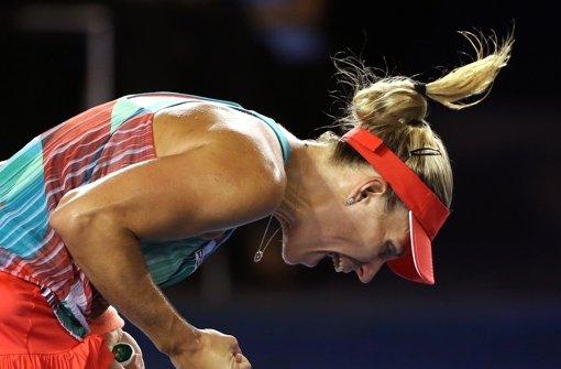 Angelique Kerber kann es nicht fassen. Sie bezwingt Serena Williams im Finale der Australian Open. Foto: AP
